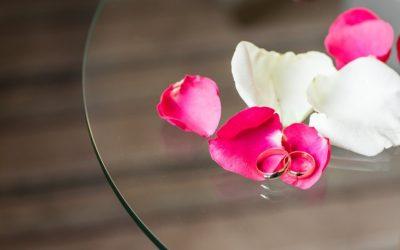 La promessa di matrimonio e il dono floreale
